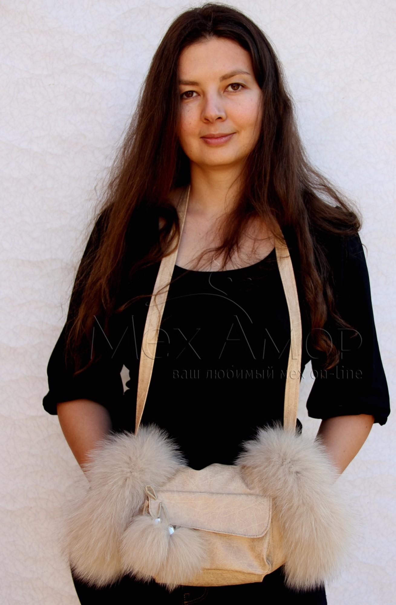 Простая и элегантная сумка из мягкого меха кролика.  Размеры: 33 х 22.